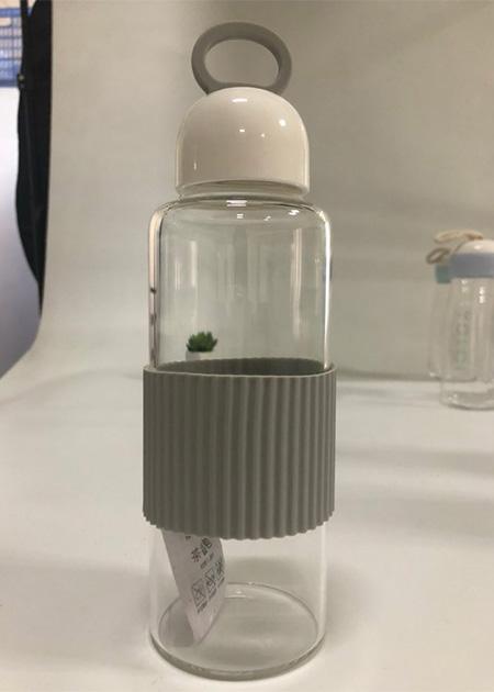 בקבוק מים, קל לנשיאה עם ידית אחיזה- אפור
