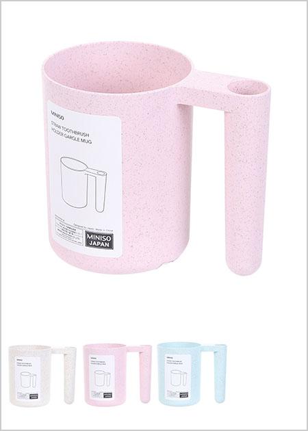 כוס ומעמד למברשת שיניים